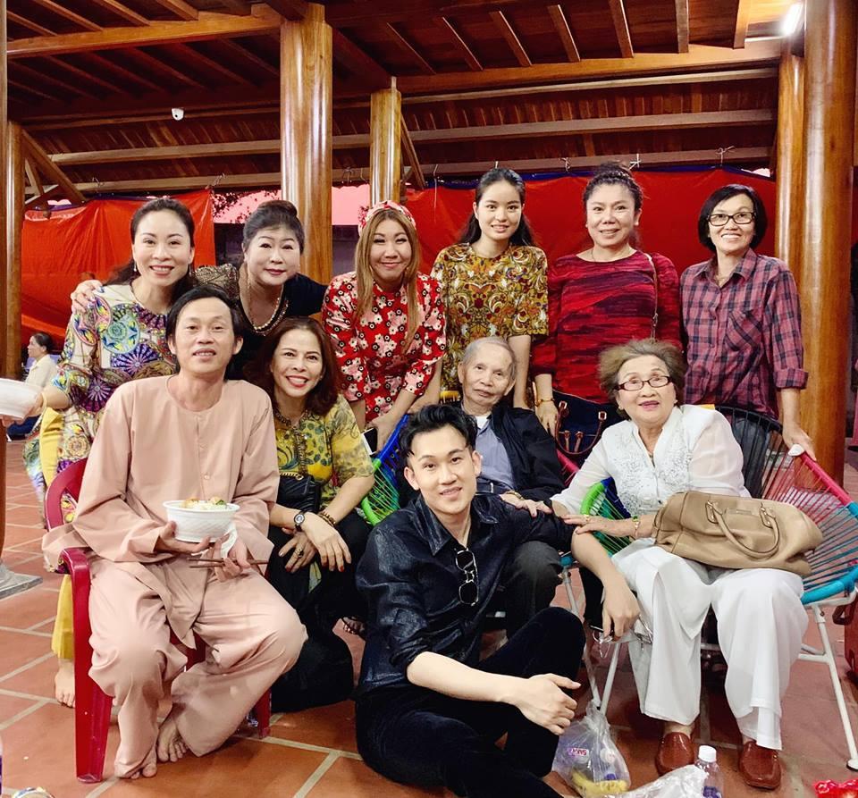 Hoài Linh bên gia đình
